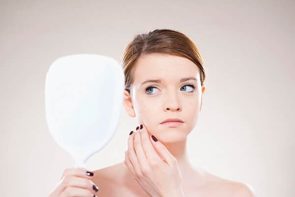 Phương pháp điều trị mụn đầu đen bằng laser mang lại kết quả cao 1