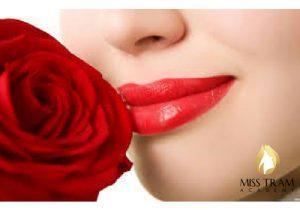 Nguyên nhân và cách xử lý phun môi bị loang lổ 1